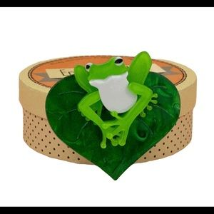 ERSTWILDER LACHY OF THE LILY BROOCH FROG PINUP